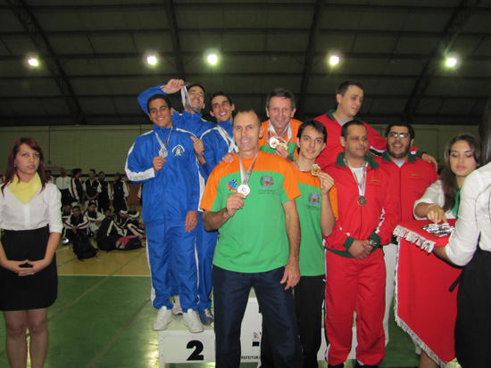 campeoes-podio-equipe
